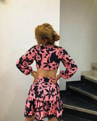 φόρεμα-μαύρο-ροζ-με-ανοιχτή-πλάτη